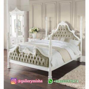 Tempat Tidur Baru Empat Poster Estelle
