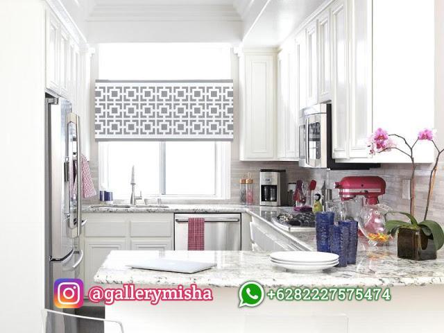 Dapur mungil bersama jendela lebar