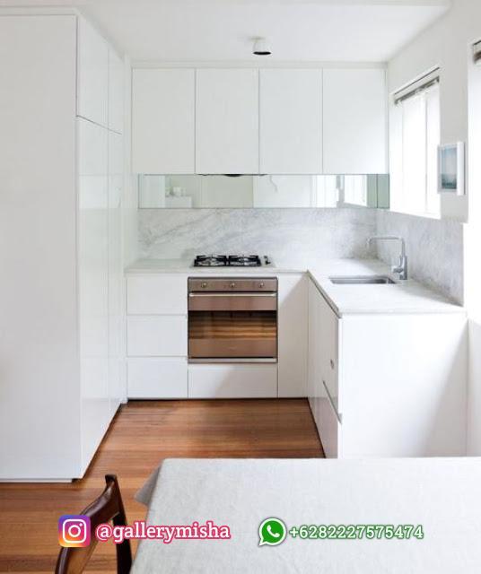 Dapur simpel bernuansa putih